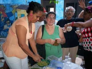 n der Küche des Diabetikerzentrums: Patienten erproben Rezepte zur Vollwert-Ernährung